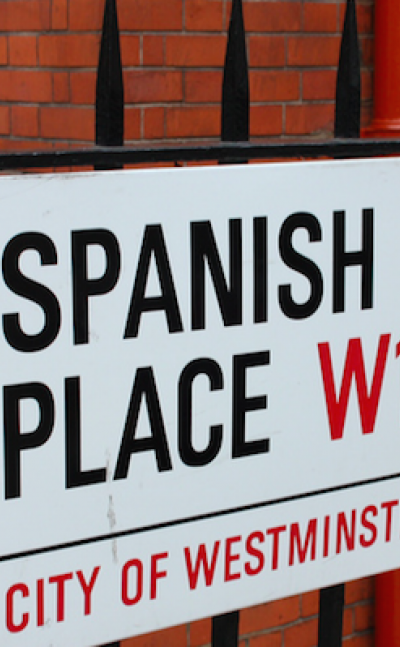 A signpost for Spanish lessons in London